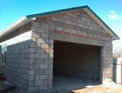 Гараж из блоков: выбор материала и особенности строительства