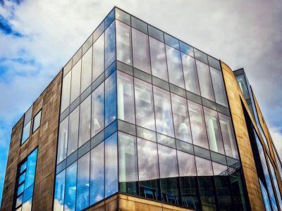 Светопрозрачные фасады и особенности их использования