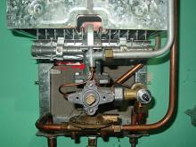 Почему газовая колонка не зажигается: причины и замена оборудования